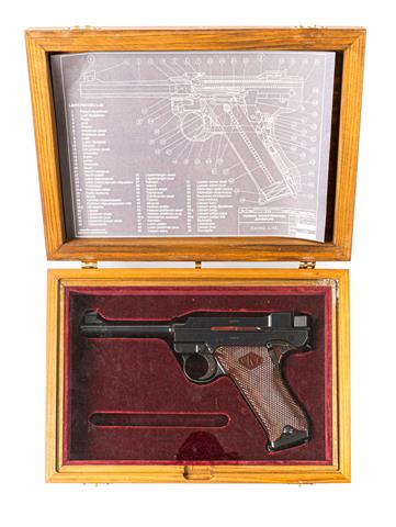Lahti L-35, manufactured by Valmet, mod. IV in presentation box, 9 mm Luger, #50055, § B, accessories